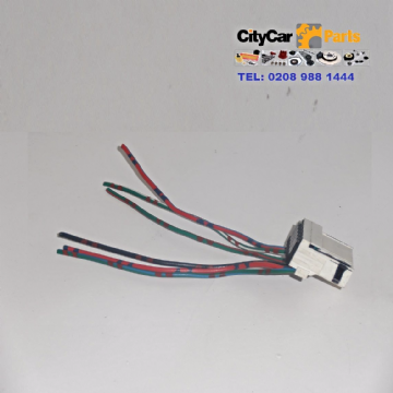 SUZUKI SWIFT MK1 MODELS 1996 TO 2003 PASSENGER SIDE REAR LAMP  BULB HOLDER WIRING HARNESS HAS 6 PINS